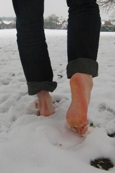 barefoot_in_snow_2_by_philspictures-d5s2vdh